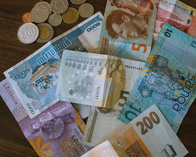 banks that offer foreign currency exchange