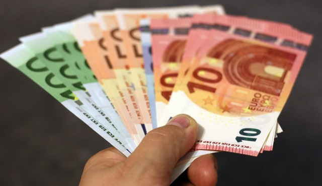 is it cheaper to exchange currency abroad