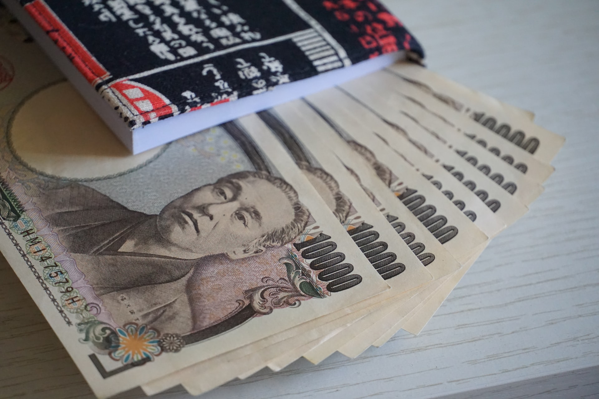 best time to buy Japanese yen